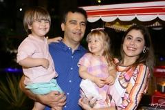 Benício, Davi, Estela e Rebeca Colares