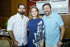 Felipe e Lenise Rocha e Élcio Batista
