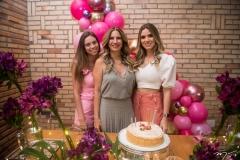 Nicole e Karmilse Marinho e Camila Coelho