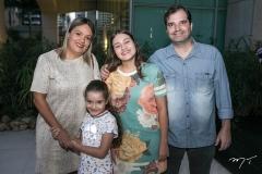 Elisandra, Gabriela, Maria Eduarda e Fabiano Savino