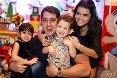 Sara, Tiago, Sylvinho e Priscila Leal