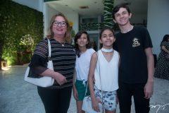 Márcia, Débora, Larissa e Felipe Machado