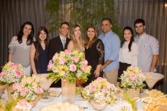 Amanda Timbó, Lívia Pinheiro, Gustavo e Fernanda Arruda, Danielle e Valdísio Pinheiro, com Lia Studart e Victor Pinheiro