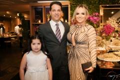 Gabriela, Edson e Adricia Capelo