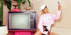 Paris Hilton lança coleção de roupas em parceria com a Boohoo