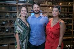 Victoria Sarro, André The e Joana Hellmeister