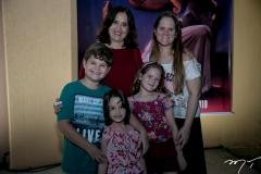Jonas, Nina, Lucile, Nivive e Raquel Horn