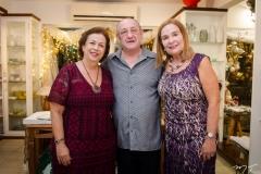 Júlia Philomeno, Dorian Moyle e Ester Weyne