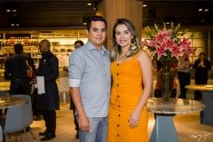 Adriano Santos e Raquel Feitosa