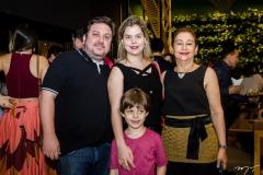 Igor Brasil, Roberta Brasil, Vania Aldguere e Igor Filho