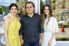 Lia,  Gentil e Lara  Linhares