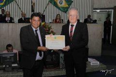 João Soares Neto recebe Medalha Edson Queiroz
