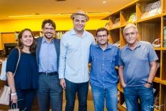 Suzane Batista, Paulo Vanderley, Chambinho do Acordeon, Alembergue Kindis e Henrique Cabral