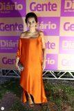 Márcia Travessoni com look de Lino Villaventura no anúncio como nova editora do caderno Gente e colunista social do Diário do Nordeste