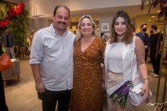 Marcelo Bastos, Mirela Bessa e Amanda Bessa