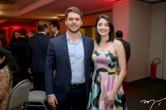 Victor Perlingeiro e Larissa Facó