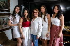Roberta, Julia, Nekita, Nekita e Maya Romcy