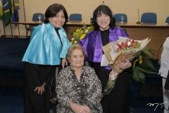 Entrega do título de professora emérita à Angela Gutiérrez