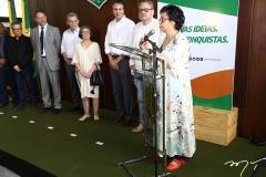 Dodora Guimarães ao microfone