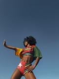Trabalho de Gabriela Couth na Farm: mini coleção de estampas em paetê em parceria com o Olodum