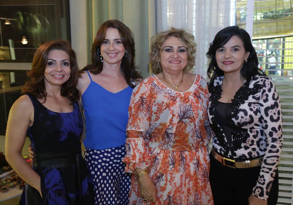 Vera Costa celebra as amigas