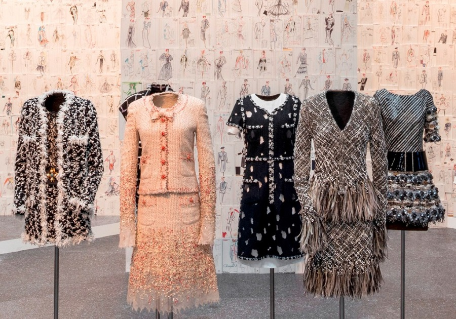Exposição conta história da Chanel