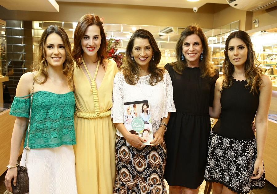 Vic Ceridono autografa livro na Sandra Pinheiro Joias