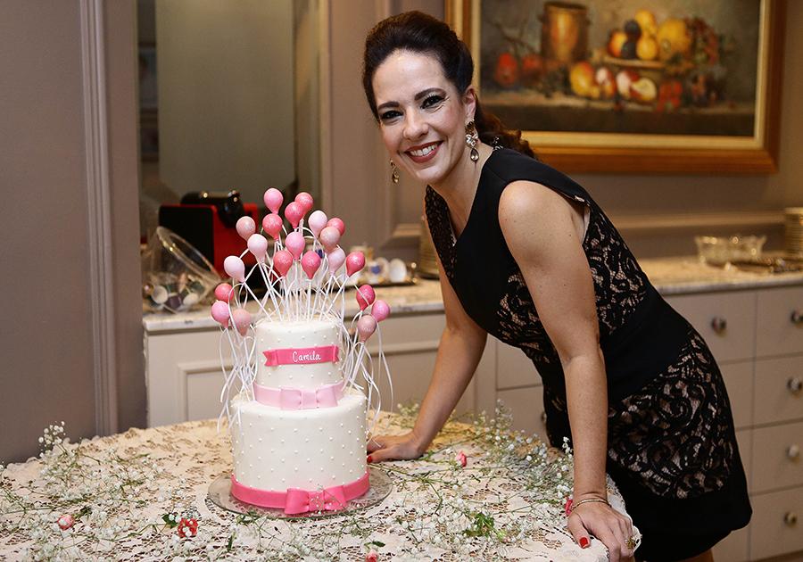 Camila Cavalcante comemora aniversário e reúne familiares e amigos