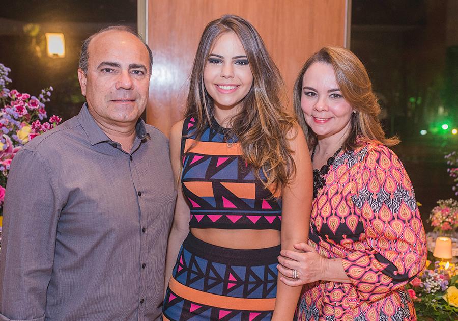 B.day de Carol Mendonça reúne família e amigos próximos