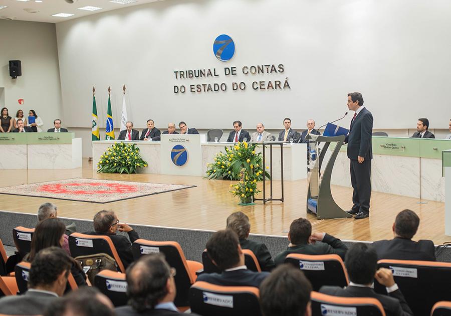 TCE recebe nomes de peso da política em posse oficial de dirigentes