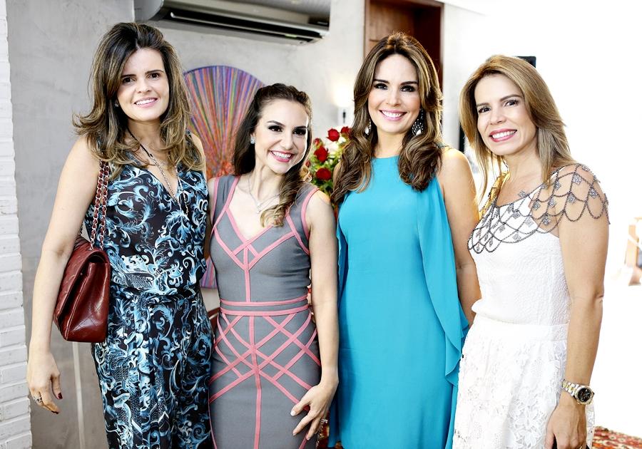 Boa gastronomia e encontro de amigas no aniversário de Adriana Queiroz