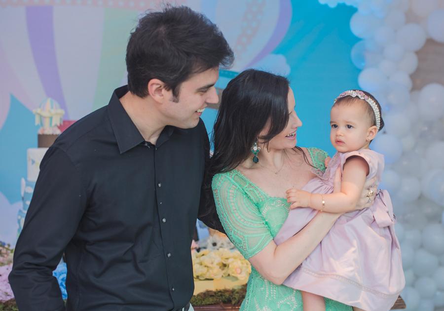 Júlia e Igor Perdigão comemoram 1 ano da filha Giovanna