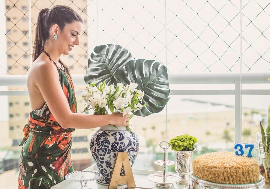 Ticiana Barreira abre sua casa e fala sobre a paixão pelo trabalho