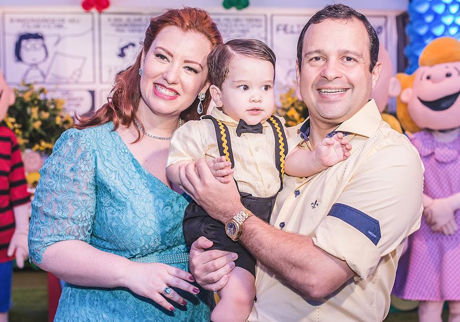 Aline Barroso e Igor Barroso comemoram 1 ano do pequeno Victor | Olha só!