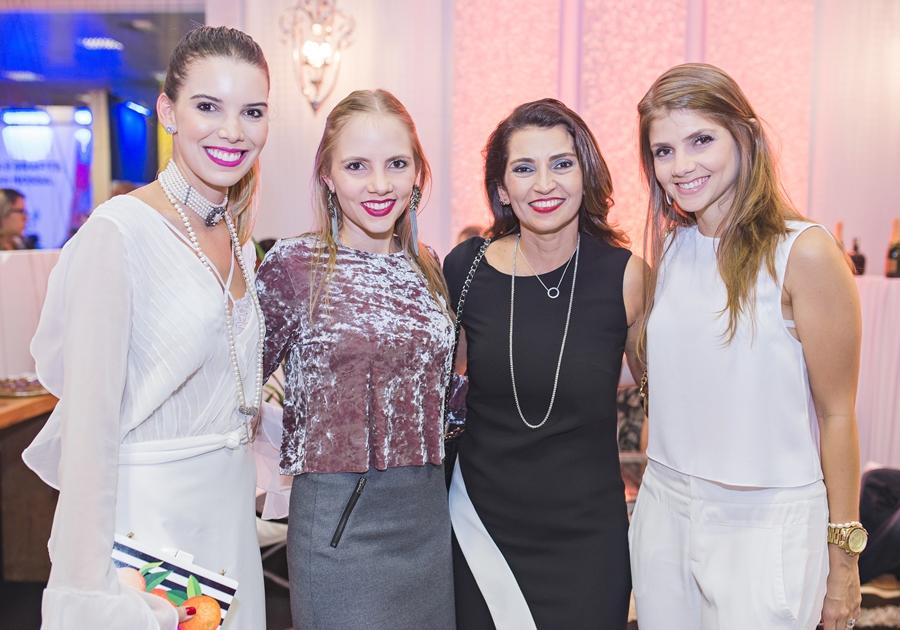 GALERIA brinda o sucesso de estilistas no 3º dia de #DFB2016