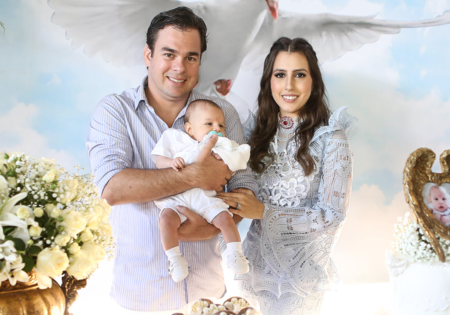 Leonardo Aguiar e Tayra Romcy batizam o pequeno Álvaro | Temos as fotos!