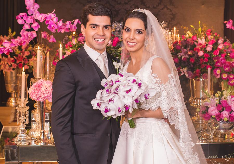 Pedro Garcia e Carla Laprovitera oficializam união com linda festa | Confira!