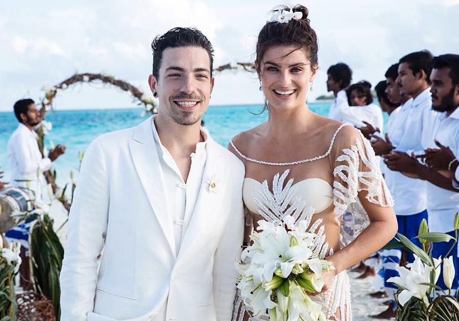 Isabeli Fontana surge fabulosa vestindo Água de Coco em seu casamento