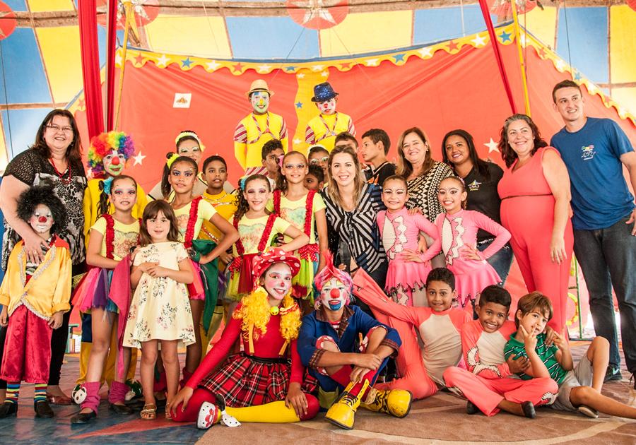 c1ee95adec Primeira-dama do Estado visita Circo Escola do Conjunto Palmeiras ...