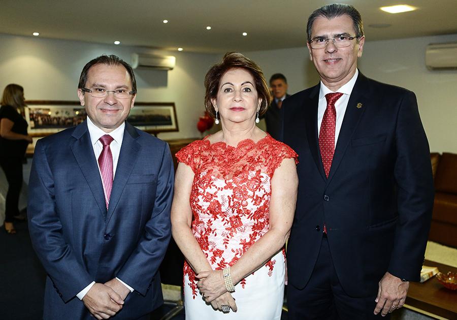 Chanceler Airton Queiroz é homenageado na Assembleia Legislativa | Confira!