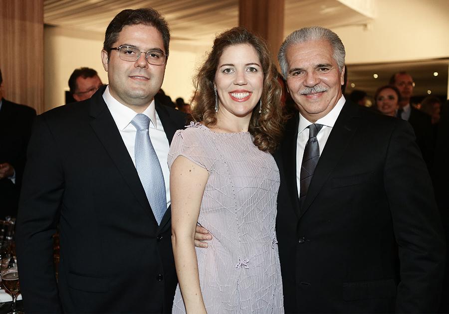 Pio Rodrigues recebe prêmio de Construtora do Ano com sua C. Rolim Engenharia
