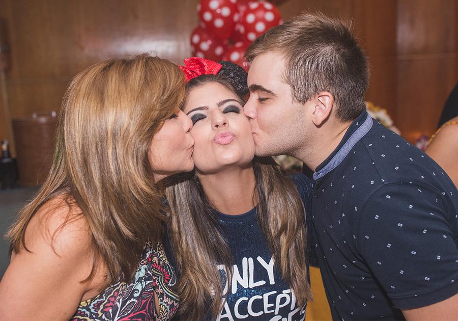 De malas prontas pra Orlando, Rebecca Bonorandi festeja a novidade!