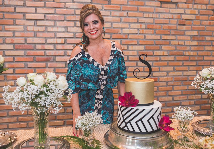 """Sessão """"parabéns"""" de Silvinha Carneiro reúne grandes amigas no Limone"""