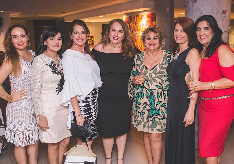 Vera Costa promove festa pra comemorar o bday de 25 amigas! Olha só.