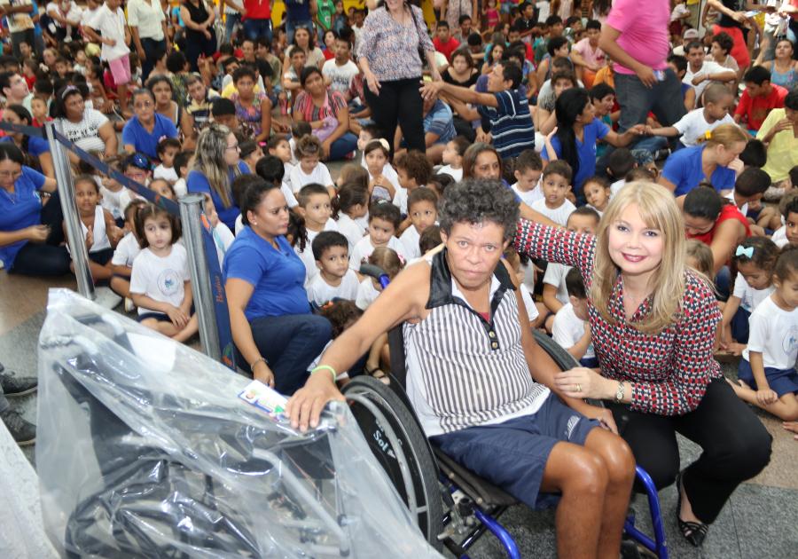 Registro do bem | Shopping Benfica entrega presentes de Natal a Associações de Fortaleza