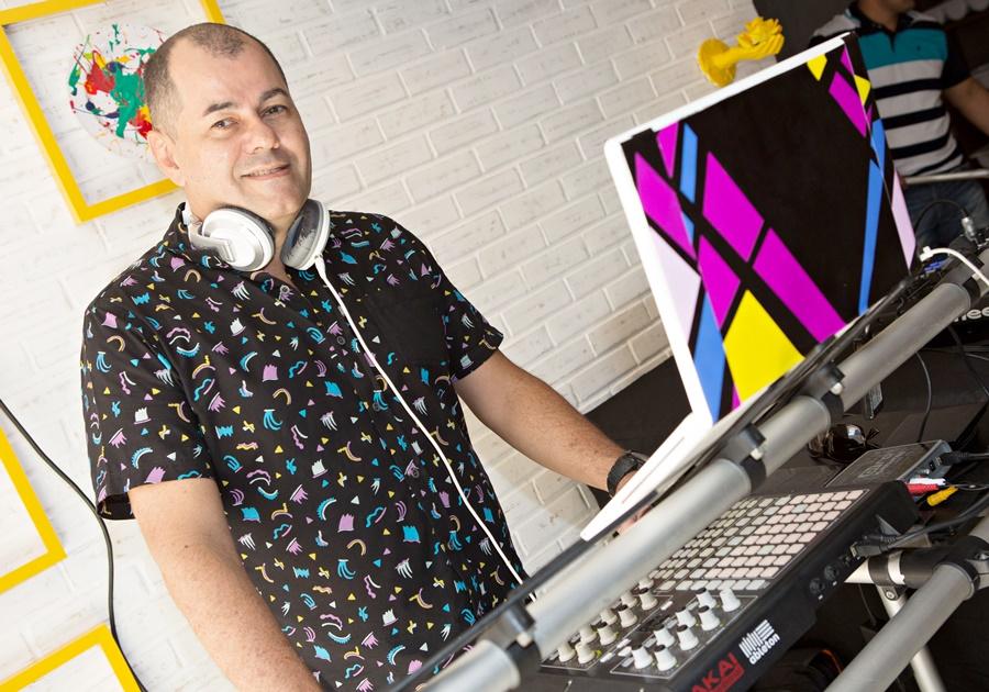 DJ Gilvan Magno e uma playlist com gostinho de Réveillon! Já deu o Play?