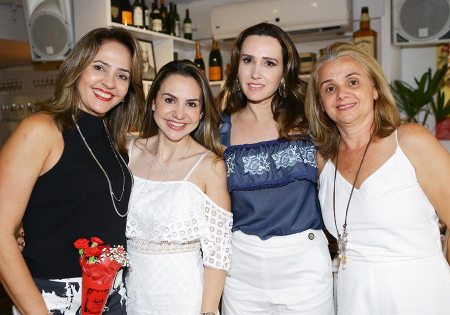 Adriana Queiroz reúne grandes amigas pra celebrar 2016 | Vem ver!