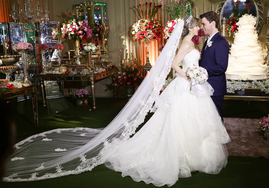 Fernanda Furtado e Gustavo Arruda selam o amor com cerimônia mágica!