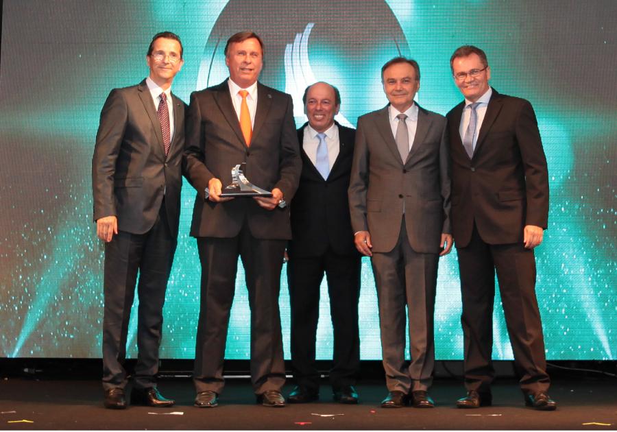 Construindo Conquistas   J. Simões recebe prêmio do Sinduscon