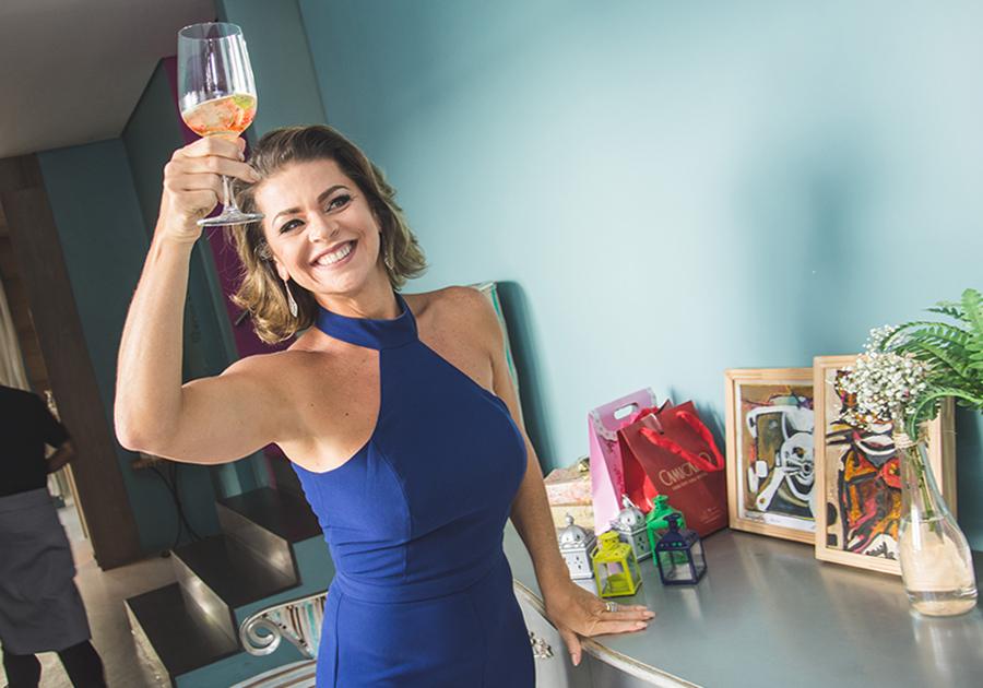 Um sorriso cheio de gratidão | Ana Cristina Wolf reúne amigas para celebrar aniversário